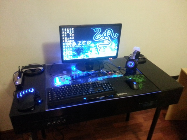 PC-Desk_Razer10_52.jpg