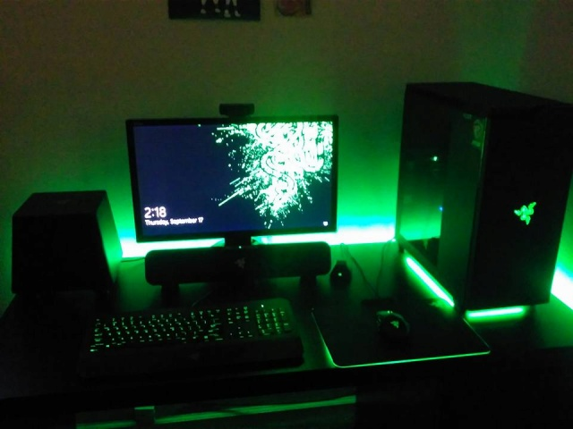 PC-Desk_Razer10_72.jpg