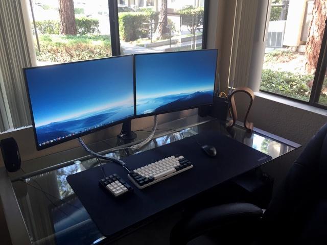 PC_Desk_MultiDisplay60_01.jpg