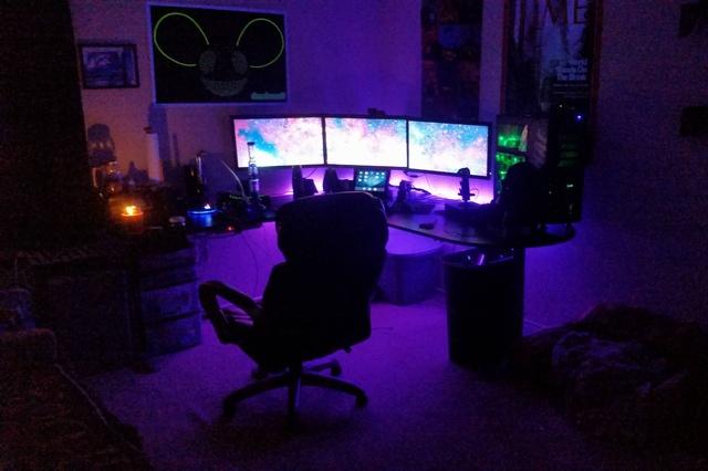 PC_Desk_MultiDisplay60_32.jpg