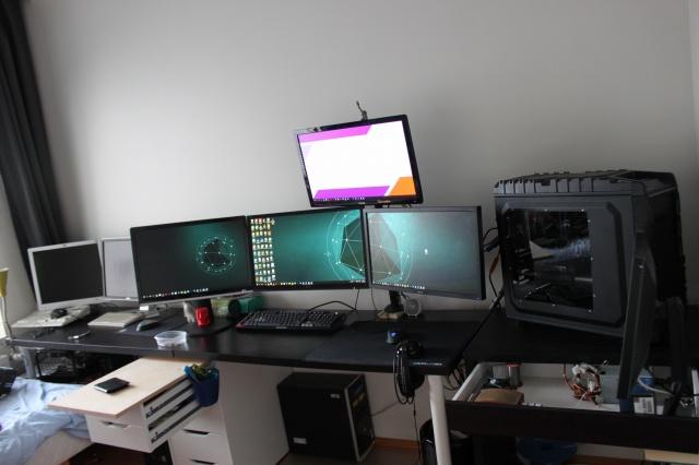PC_Desk_MultiDisplay60_37.jpg