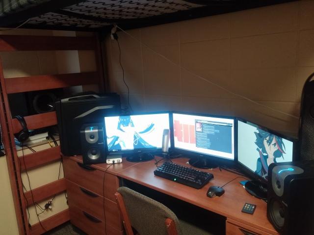PC_Desk_MultiDisplay60_43.jpg