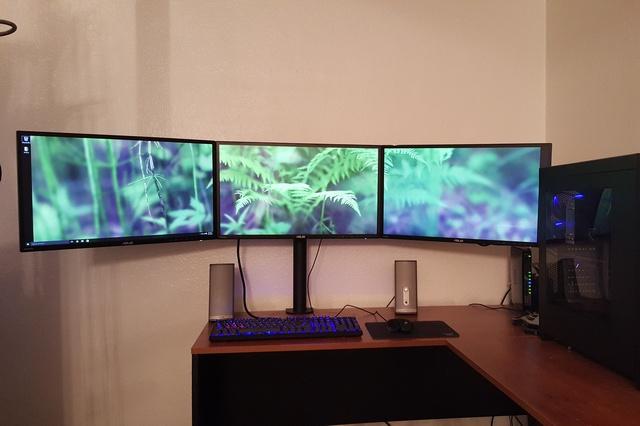 PC_Desk_MultiDisplay60_68.jpg