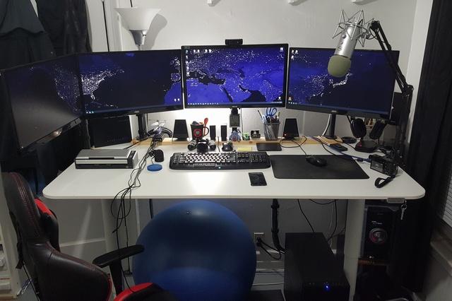 PC_Desk_MultiDisplay60_71.jpg