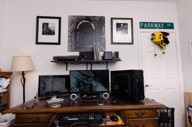 PC_Desk_MultiDisplay60_72.jpg