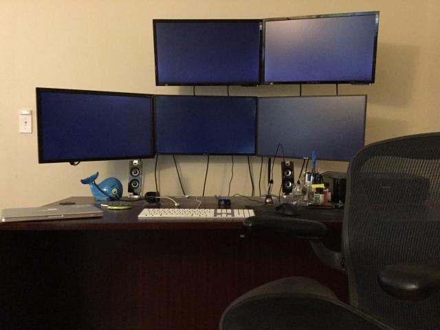 PC_Desk_MultiDisplay60_77.jpg