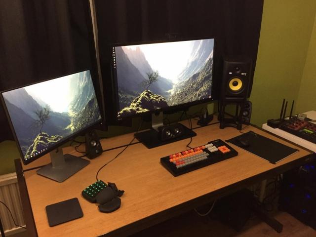 PC_Desk_MultiDisplay60_95.jpg