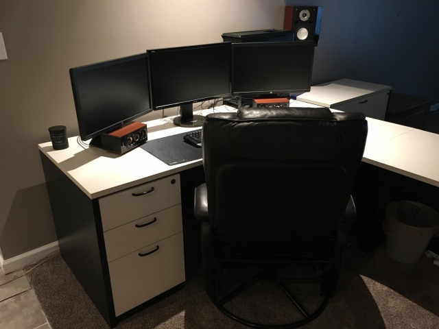 PC_Desk_MultiDisplay61_25.jpg