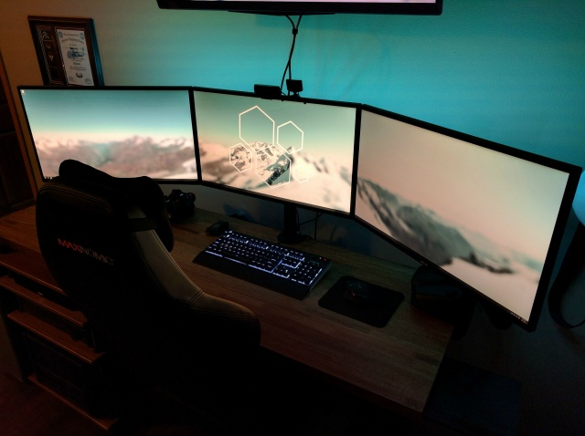 PC_Desk_MultiDisplay62_47.jpg
