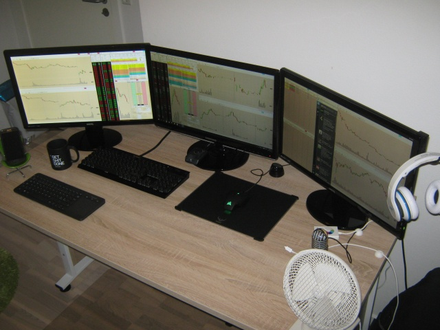 PC_Desk_MultiDisplay62_61.jpg