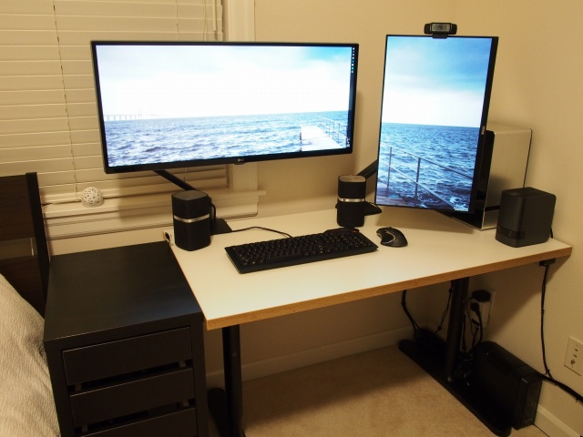 PC_Desk_UltlaWideMonitor07_01.jpg