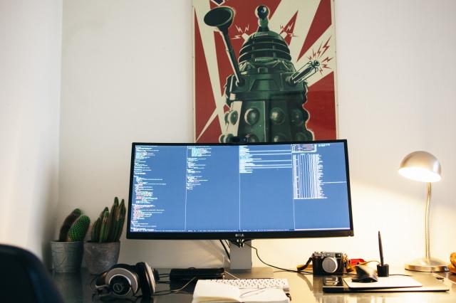 PC_Desk_UltlaWideMonitor07_05.jpg