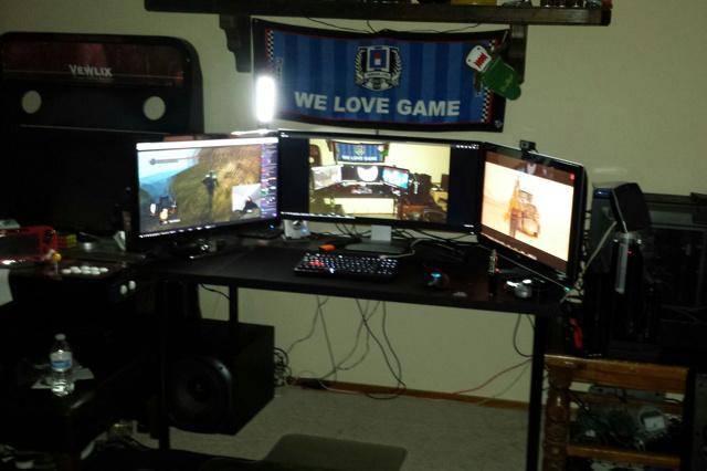 PC_Desk_UltlaWideMonitor07_22.jpg