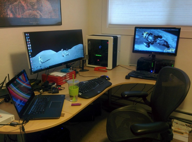 PC_Desk_UltlaWideMonitor07_24.jpg
