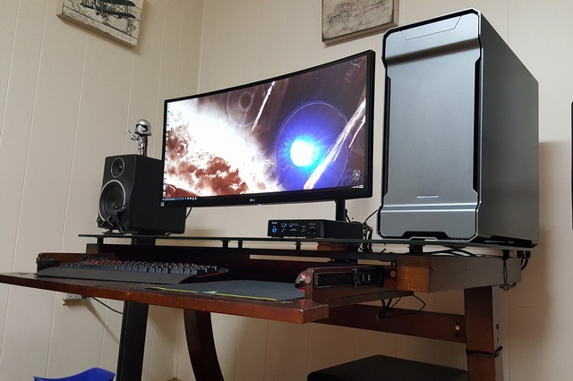 PC_Desk_UltlaWideMonitor07_35.jpg