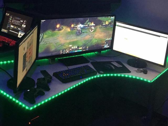 PC_Desk_UltlaWideMonitor07_38.jpg