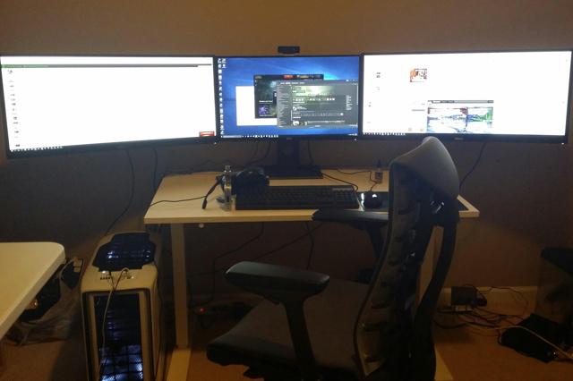 PC_Desk_UltlaWideMonitor07_45.jpg