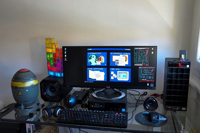 PC_Desk_UltlaWideMonitor07_60.jpg