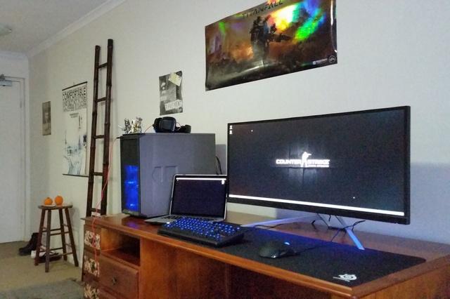 PC_Desk_UltlaWideMonitor07_72.jpg