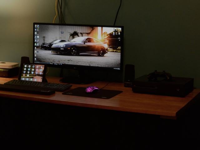 PC_Desk_UltlaWideMonitor07_89.jpg