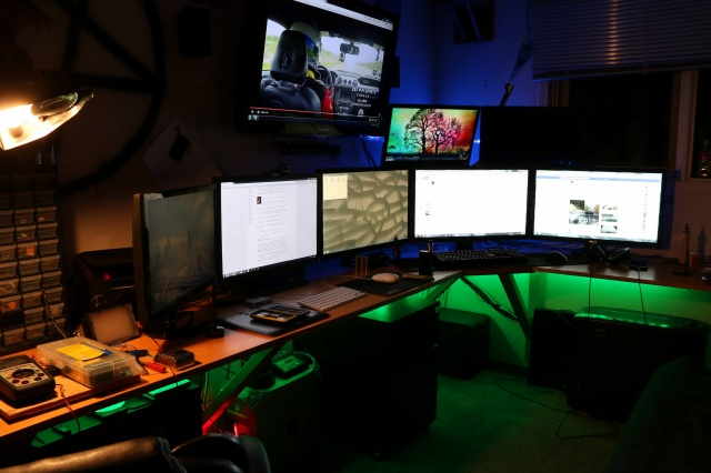 PCdesk_MultiDisplay57_53.jpg