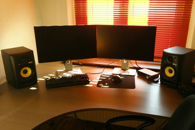 PCdesk_MultiDisplay57_92.jpg