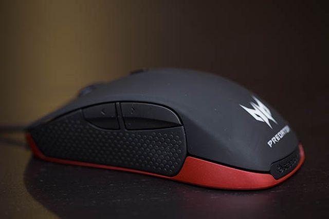 Predator_Gaming_Mouse_02.jpg