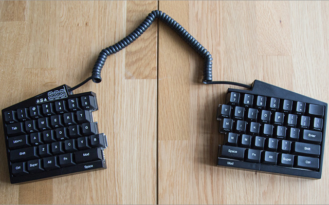 Ultimate_Hacking_Keyboard_07.jpg