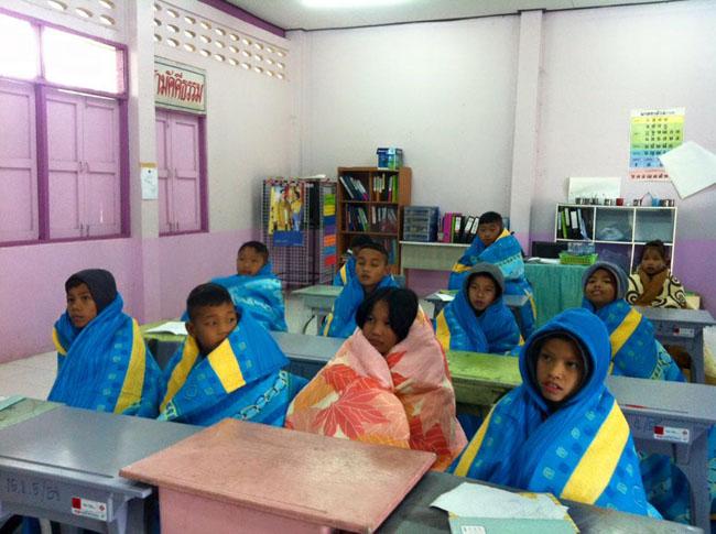 寒い、メオ小学校の授業風景!