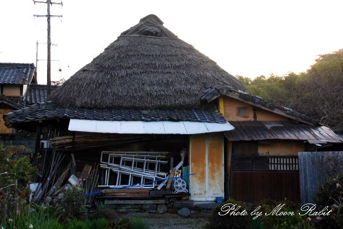藁葺き屋根の民家 愛媛県西条市
