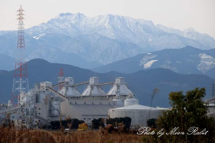 四国電力西条発電所と石鎚山 愛媛県西条市ひうち