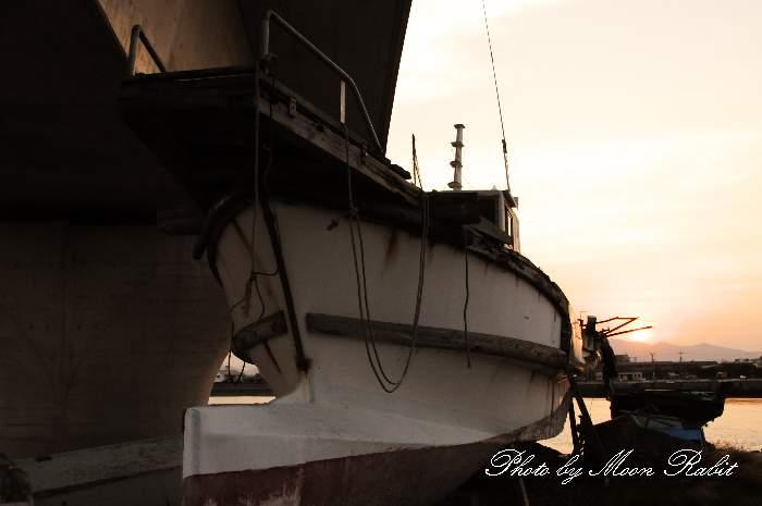 陸揚げされた漁船 愛媛県西条市船屋