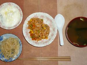 シーフードトマトリゾット,もやしの炒め物,ワカメとほうれん草のおみそ汁,ヨーグルト