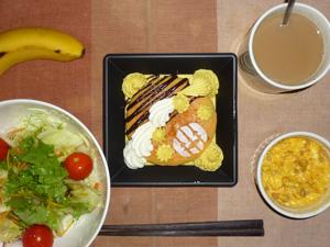 カボチャのパンケーキ,サラダ(キャベツ、レタス、カボチャ、トマト),ひき肉入りスクランブルエッグ,バナナ,コーヒー