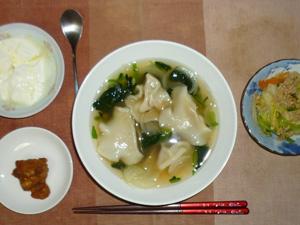 水餃子とほうれん草のスープ,鶏の唐揚げ,肉野菜炒め,オリゴ糖入りヨーグルト