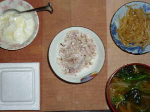 胚芽押麦入り五穀米,納豆,もやしのわさび醤油和え,ほうれん草と玉葱のおみそ汁,オリゴ糖入りヨーグルト