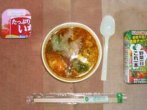 グリルチキンのスープカレー(押麦入り),野菜ジュース,いちごヨーグルト
