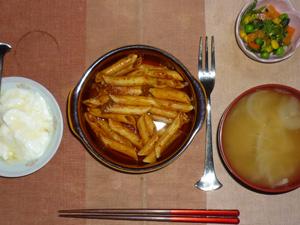 ペンネアラビアータ,ほうれん草とミックスベジタブルのソテー,玉葱のおみそ汁,ヨーグルト