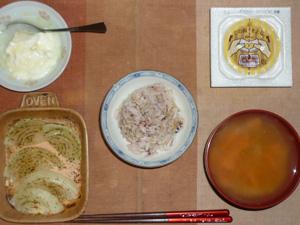 胚芽押麦入り五穀米,納豆,玉葱のオーブン焼き,人参と大根のおみそ汁,ヨーグルト