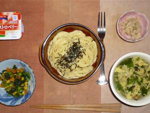 スパゲッティきのこソース,ツナサラダ,ほうれん草とミックスベジタブルのソテー,玉子とほうれん草の中華スープ,ヨーグルト