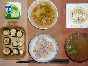 胚芽押麦入り五穀米,納豆,キャベツのにんにく醤油炒め,茄子のオーブン焼き,ワカメと葱のおみそ汁,アロエヨーグルト,