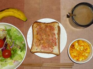イチゴジャムトースト,サラダ(キャベツ、レタス、トマト),玉葱入りスクランブルエッグ,バナナ,コーヒー