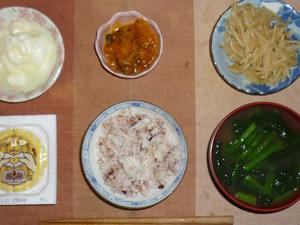 胚芽押麦入り五穀米,納豆,もやしのわさび醤油和え,カボチャの煮物,ほうれん草のおみそ汁,オリゴ糖入りヨーグルト