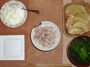 胚芽押麦入り五穀米,納豆,玉葱のオーブン焼き,ほうれん草のおみそ汁,オリゴ糖入りヨーグルト