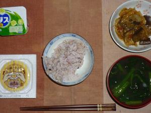 胚芽押し麦入り五穀米,納豆,ナスとキャベツの肉みそ炒め,ほうれん草のお味噌汁,ヨーグルト
