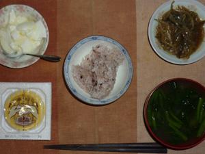 胚芽押し麦入り五穀米,納豆,ナスともやしの肉みそ炒め,ほうれん草のお味噌汁,オリゴ糖入りヨーグルト