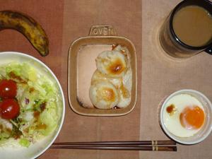 丸餅×2,サラダ(キャベツ、レタス、トマト))目玉焼き,バナナ,コーヒー