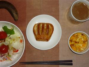 アップルパイ,サラダ(キャベツ、レタス、大根、トマト),玉葱入りスクランブルエッグ,バナナ,コーヒー
