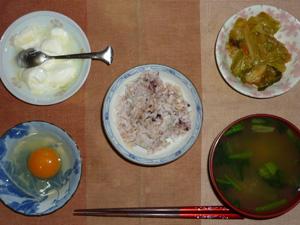 胚芽押麦入り五穀米,卵,野菜炒め,ほうれん草とワカメのおみそ汁,オリゴ糖入りヨーグルト