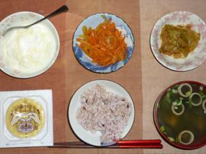 胚芽押麦入り五穀米,納豆,人参と玉葱のソテー,キャベツの炒め物,ほうれん草のおみそ汁,オリゴ糖入りヨーグルト